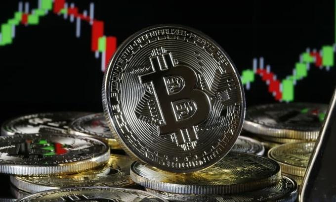bitcoin lan dau vuot 50000 usd
