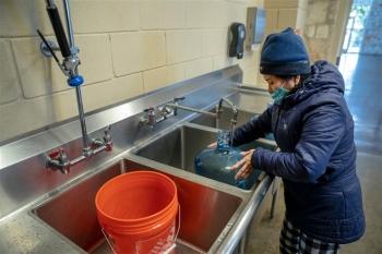 Sau sự cố mất điện, gần 15 triệu dân Texas lâm vào cảnh thiếu nước sạch
