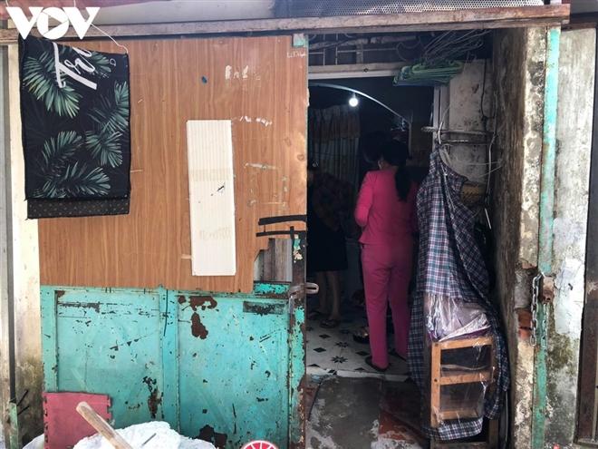 Mẹ bạo hành con ruột tại Hà Đông: Hàng xóm khiếp hãi lối hành xử của người mẹ - 1