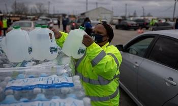 Gần 8 triệu người Texas vẫn chịu cảnh cúp nước