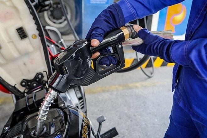 Giá xăng tăng 800 đồng/lít - 1