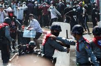 Lực lượng an ninh Myanmar bắn cảnh cáo, mạnh tay giải tán người biểu tình