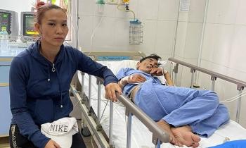 Vợ Thương Tín vào viện chăm chồng