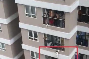 Thót tim cảnh bé gái rơi từ tầng 12A thoát chết nhờ nam thanh niên đỡ được