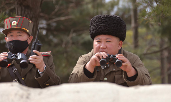kim jong un thi sat vu phong rocket sieu lon