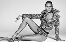 Jennifer Lopez gợi cảm táo bạo trong bộ ảnh quảng cáo