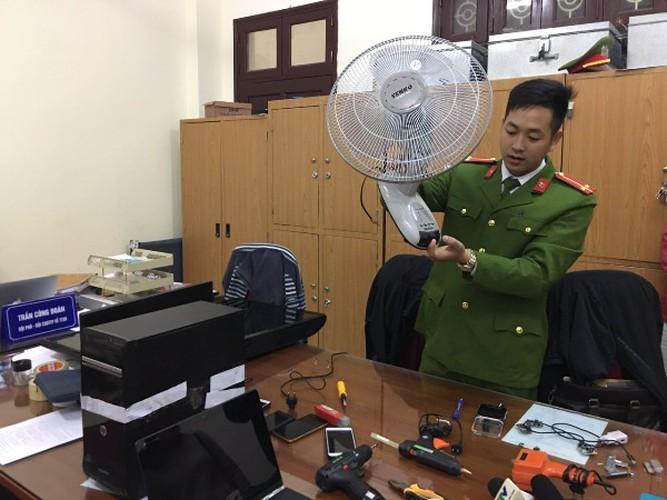 """Cận cảnh những thiết bị dùng để quay lén các cặp đôi """"mây mưa"""" trong khách sạn ở Hà Nội"""