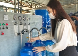 Á hậu Tường San tặng hệ thống lọc nước 350 triệu đồng ứng cứu hạn mặn