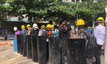 """Người Myanmar tiếp tục biểu tình sau """"ngày đẫm máu"""""""