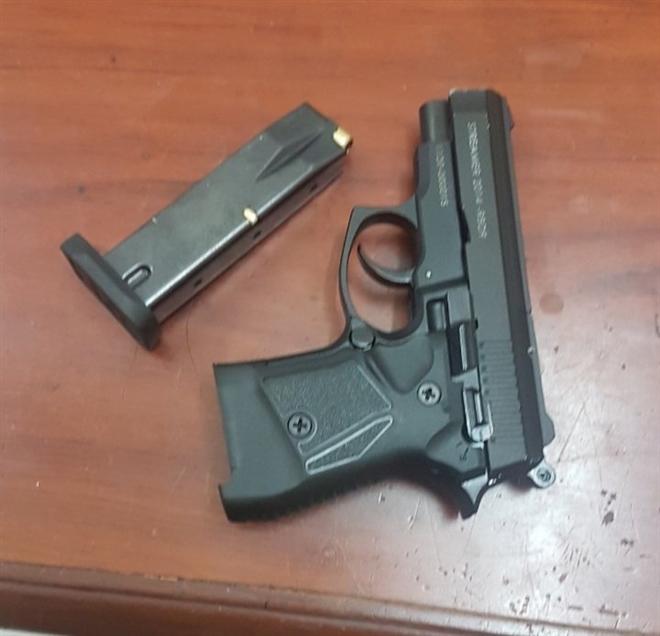 Hai anh em ruột dùng súng bắn đạn cao su đi cướp ngân hàng - 2