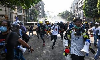Cảnh sát Myanmar bị tố tiếp tục nổ súng, hai người nguy kịch