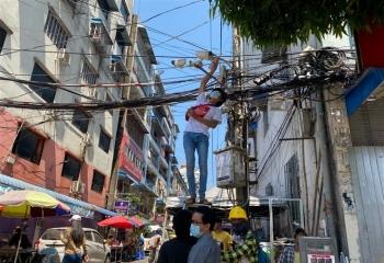 Myanmar mất điện diện rộng giữa lúc biểu tình sôi sục