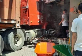 TP.HCM: Xe đầu kéo tông sập nhà dân, một người thiệt mạng
