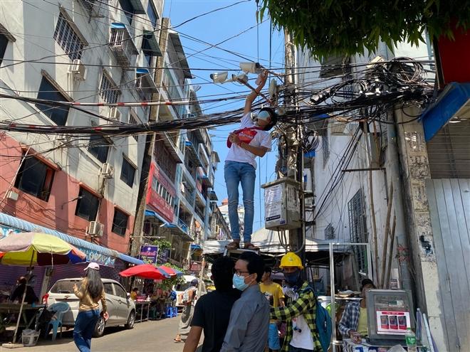 Myanmar mất điện diện rộng giữa lúc biểu tình sôi sục - 1