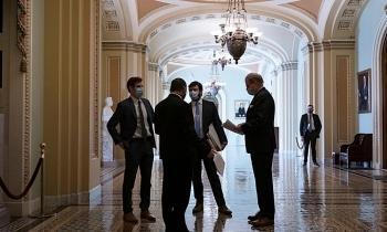 Đảng Dân chủ thỏa hiệp trong dự luật cứu trợ 1.900 tỷ USD