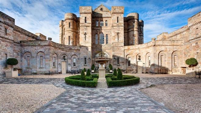 Giới nhà giàu Trung Quốc đổ xô mua lâu đài đắt đỏ ở châu Âu