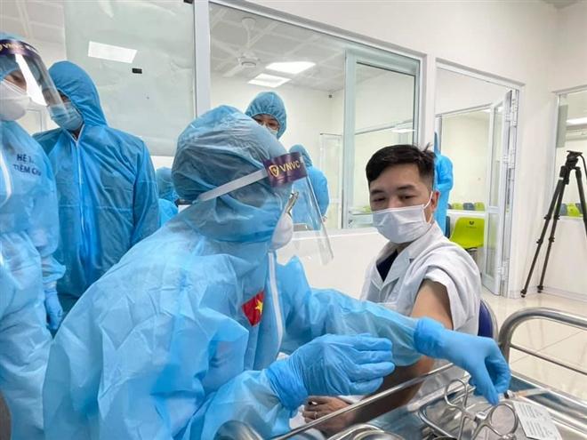 Việt Nam ghi nhận thêm 4 người sốc phản vệ sau tiêm vaccine COVID-19  - 1