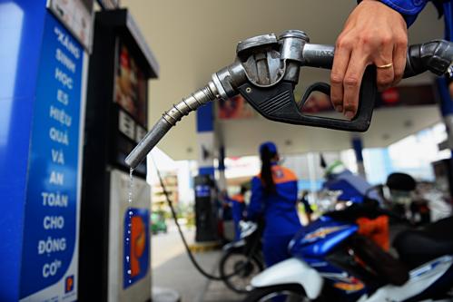 Giá xăng tiếp tục tăng