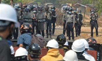 Gần 200 cảnh sát Myanmar đã vượt biên sang Ấn Độ