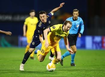Tottenham của Mourinho bị hạ nhục ở Europa League