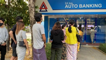 Myanmar: Ngân hàng đóng cửa, doanh nghiệp chật vật trả lương nhân viên