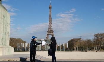 Pháp phong tỏa Paris