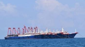 Hàng trăm tàu quân sự Trung Quốc xuất hiện trên Biển Đông
