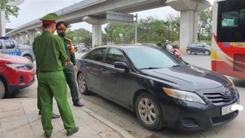 Tài xế đỗ xe Camry giữa ngã tư, xô xát CSGT: Chuyển hồ sơ sang quân đội xử lý