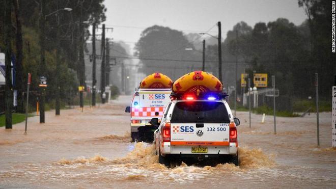 Australia đối mặt với đợt lũ lụt kinh hoàng nhất trong 60 năm ảnh 1