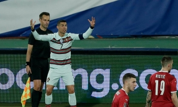Trọng tài xin lỗi vì từ chối bàn thắng của Ronaldo