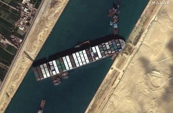 Giải cứu thành công tàu mắc kẹt trên kênh đào Suez