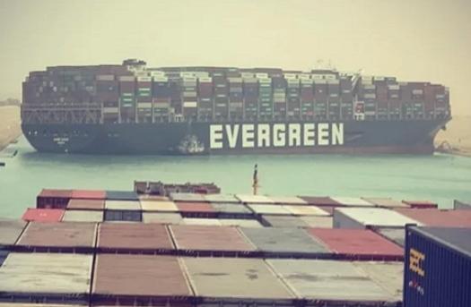 Tàu Ever Given tiếp tục chắn ngang kênh đào Suez