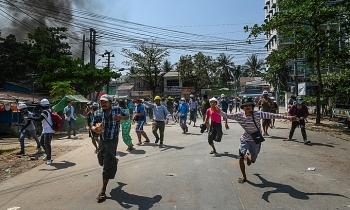 Hỗn loạn hậu đảo chính Myanmar ngày một leo thang