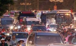 Người dân rời Hà Nội nghỉ lễ, cửa ngõ thủ đô tê liệt