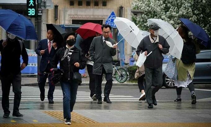 Người Hàn Quốc đổ ra đường sau nới phong tỏa