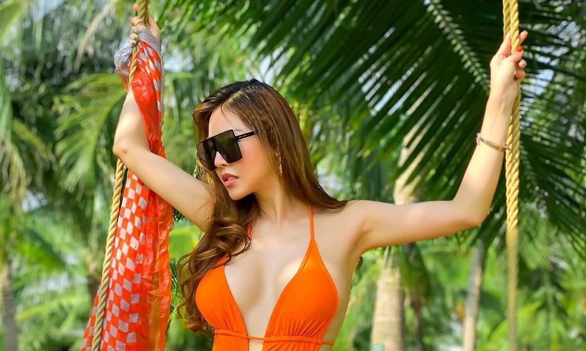 que van khoe dang voi bikini sau tang can