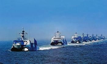 Ba tàu chiến Trung Quốc neo đậu trái phép ở đá Vành Khăn