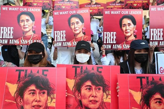 Bà Suu Kyi  bị cáo buộc thêm tội danh mới