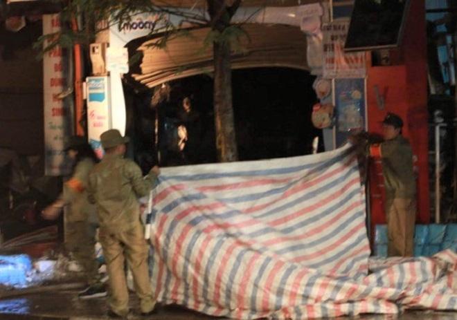 Hỏa hoạn 4 người chết ở Hà Nội: Hàng xóm dùng búa phá cửa nhưng bất lực