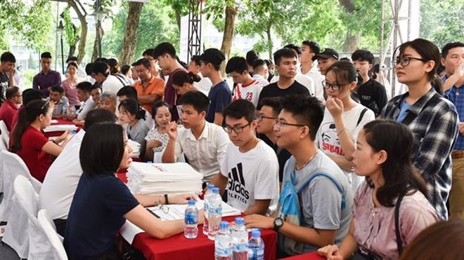 Vì sao nhiều trường đại học TP.HCM chưa công bố tuyển sinh dù quá hạn? - 1
