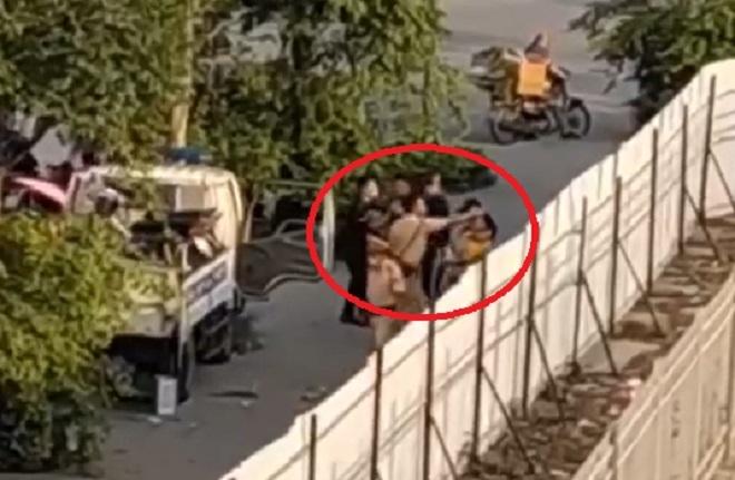 Xác minh clip CSGT túm tóc, đấm túi bụi nam thanh niên ở Hà Nội