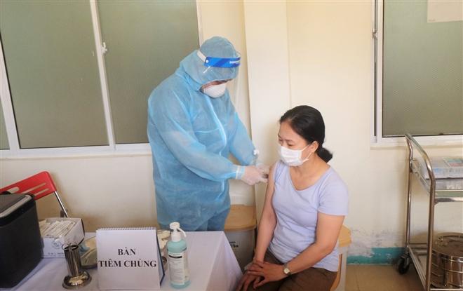 Hơn 55.000 người Việt Nam tiêm vaccine COVID-19 AstraZeneca an toàn