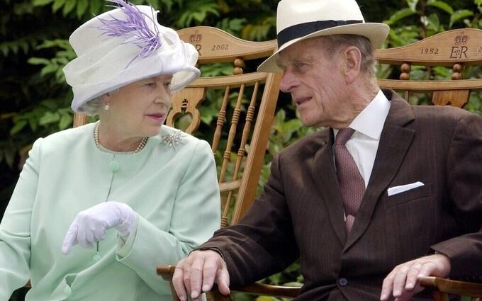 Những biến cố dồn dập với Nữ hoàng Anh