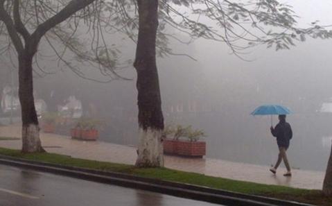 Hà Nội sáng mưa phùn và sương mù, trưa chiều hửng nắng