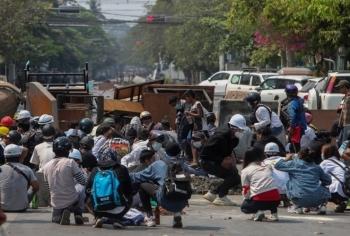 Cảnh sát Myanmar tiếp tục nổ súng, thêm 82 người chết