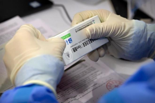 Quan chức Trung Quốc thừa nhận vaccine COVID-19 của nước này hiệu quả thấp
