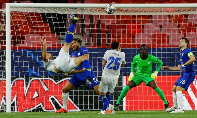 Chelsea vào bán kết Champions League