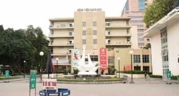 Vì sao hơn 200 nhân viên Bệnh viện Bạch Mai nghỉ việc?