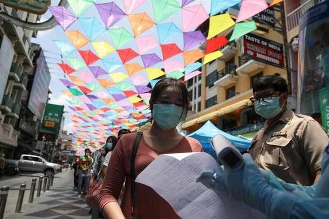 Thái Lan ngày thứ tư liên tiếp ghi nhận ca mắc COVID-19 cao kỷ lục - 1