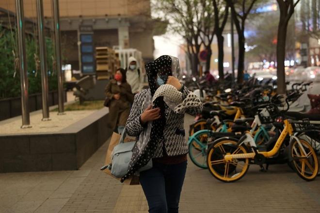 Ô nhiễm không khí lên mức nguy hại, bầu trời Bắc Kinh chuyển vàng  - 2